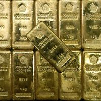 Altın ons fiyatı 1300 doları bırakamadı